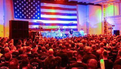 La historia de blink-182 tocando en una base naval de Estados Unidos en Medio Oriente